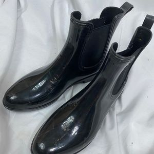 Black Rainboots, Chelsea Style